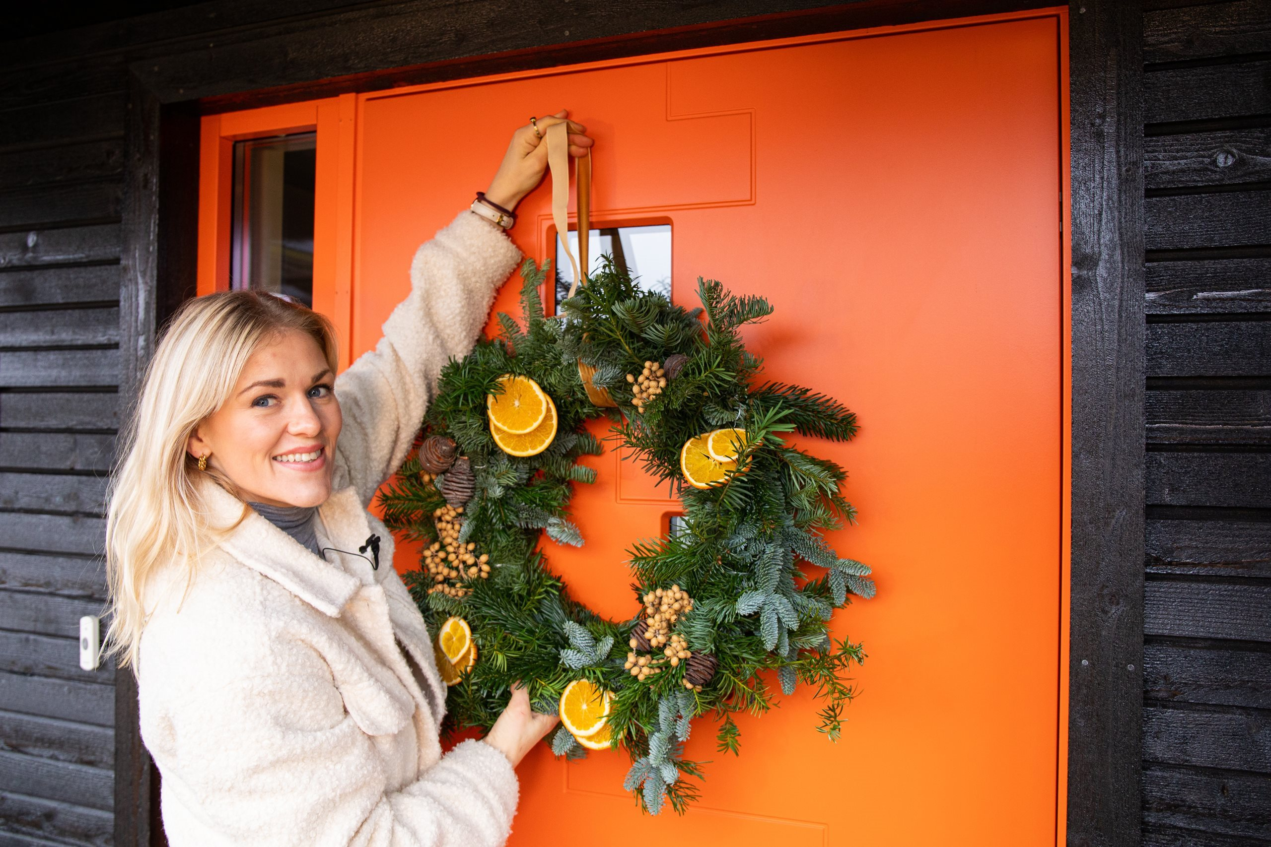 Swedoor-julestyling-Pulse-orange-med-krans