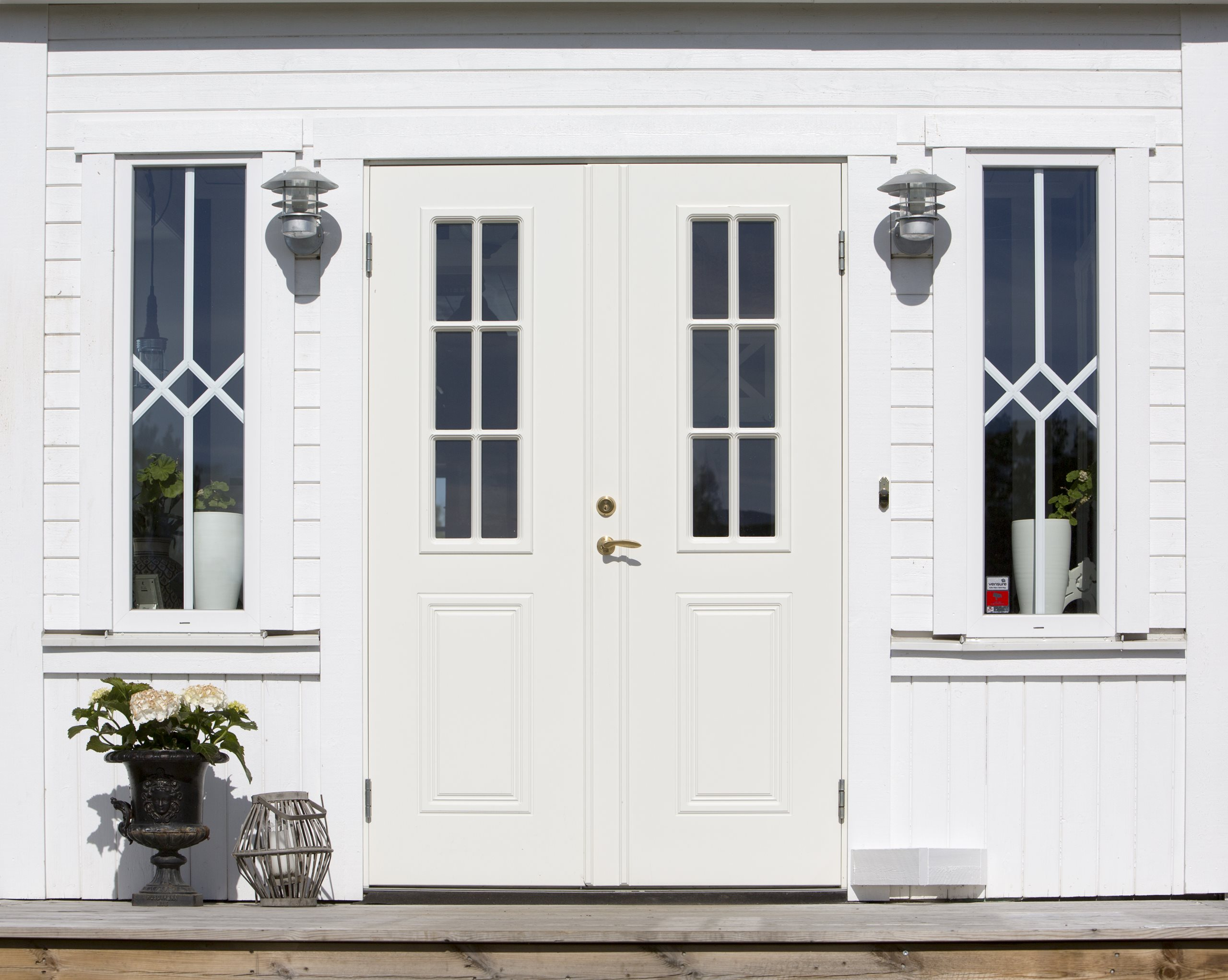 monteverdi-white-double-door-scenery-1
