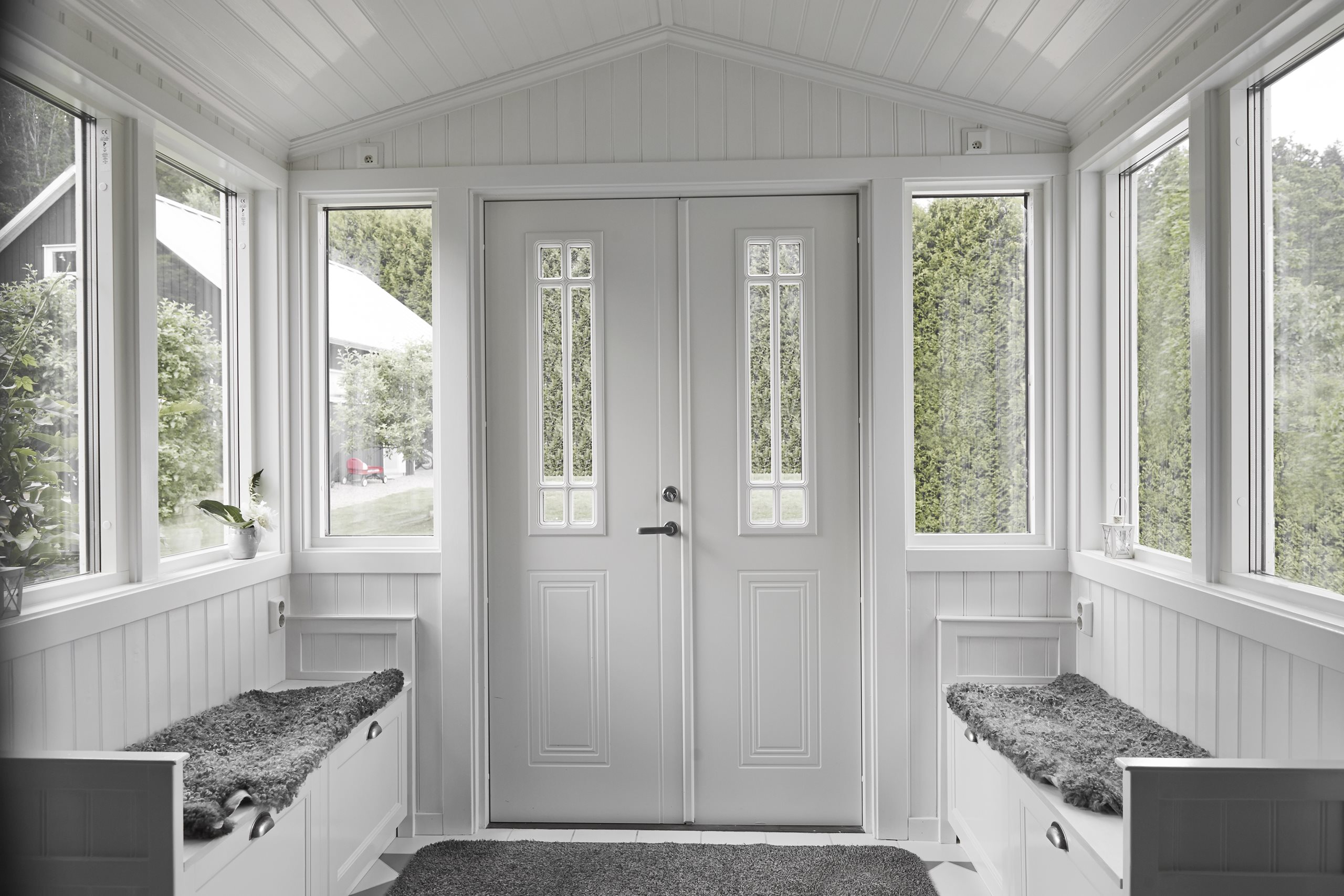 debussy-double-door-white-scenery-11-no-cars